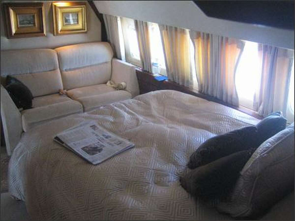 Our 727 had a stateroom with bed and shower in the bath. The bed was auctioned off to one winning journalist on various legs of the around-the world trip.