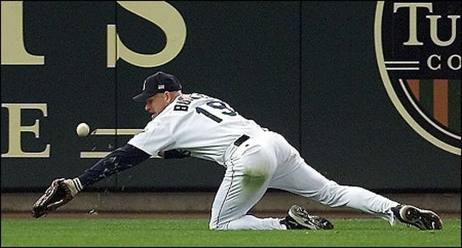 Jay Buhner chases a double by Gabe Kapler in the fourth inning. Photo: Paul Kitagaki Jr., Seattle Post-Intelligencer