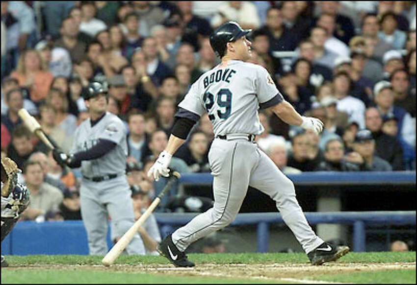 Mariner Bret Boone's single is dropped by New York's Chuck Knoblauch, allowing two runs in the fifth inning of Game 3 of the ALCS.