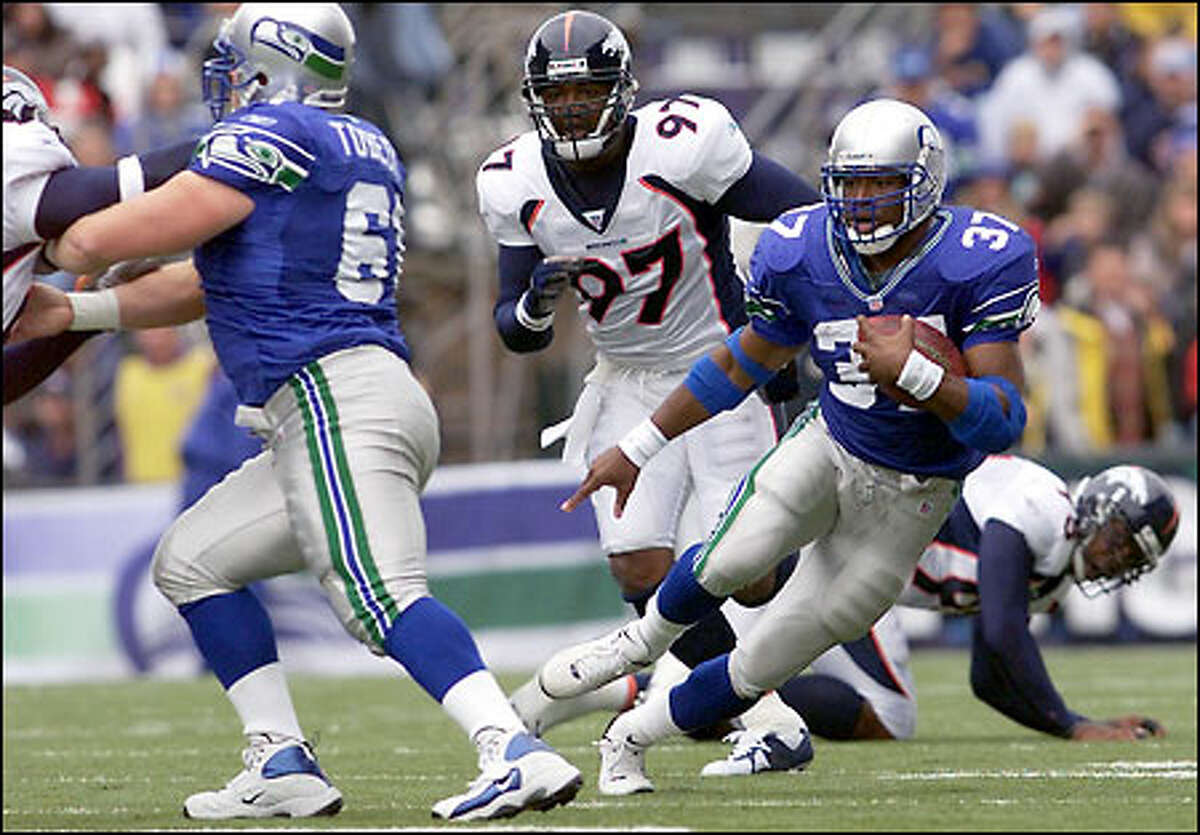 Seahawks running back Shaun Alexander heads downfield for a 60-yard touchdown run in the first quarter against Denver.