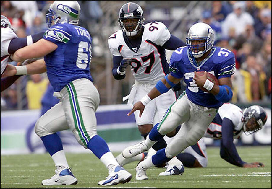 Seahawks running back Shaun Alexander heads downfield for a 60-yard touchdown run in the first quarter against Denver. Photo: Dan DeLong, Seattle Post-Intelligencer