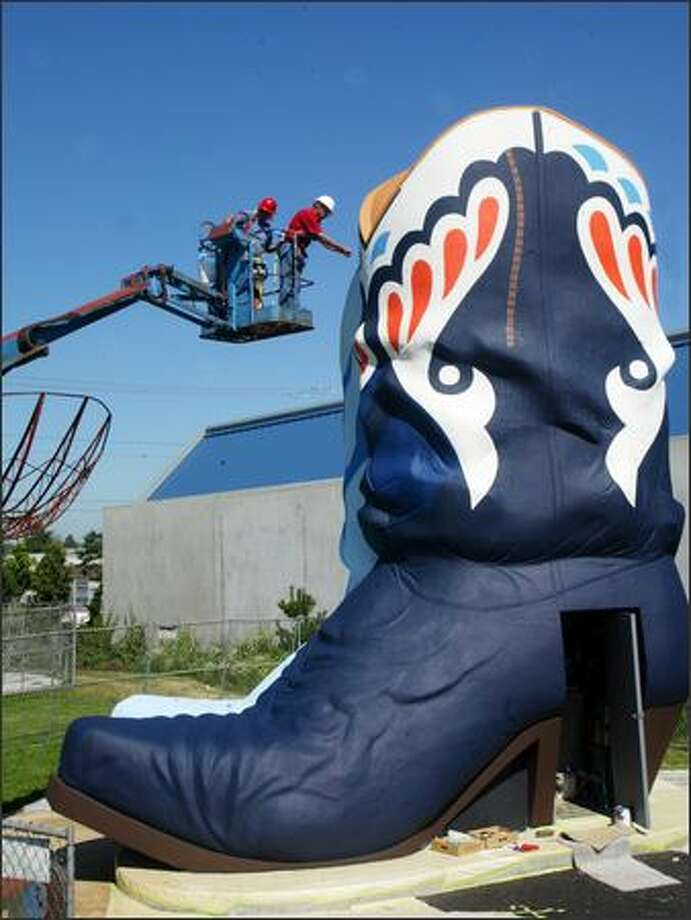 The Hat 'N Boots is repainted in its original colors. Photo: Karen Ducey/Seattle Post-Intelligencer