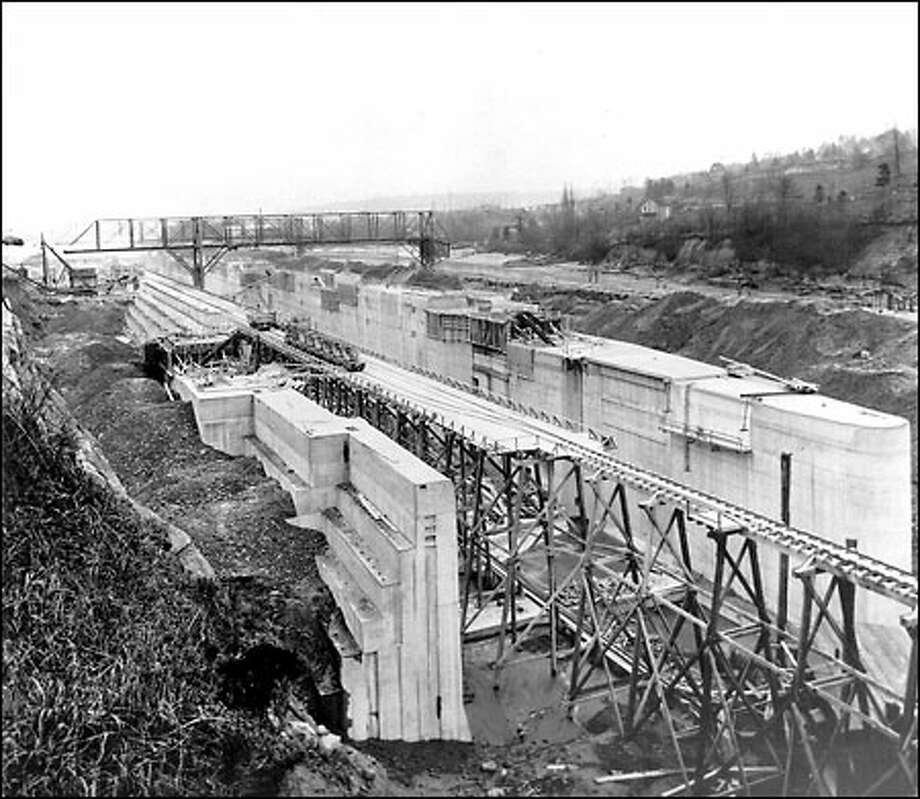 Lake Washington Canal Locks, 1913: Work on the Lake Washington Ship cCanal, which eventually connected the lake with Puget Sound, began in November 1911. One of the largest parts of the project was the locks, shown here. The project was finished in 1917. Photo: Seattle Post-Intelligencer