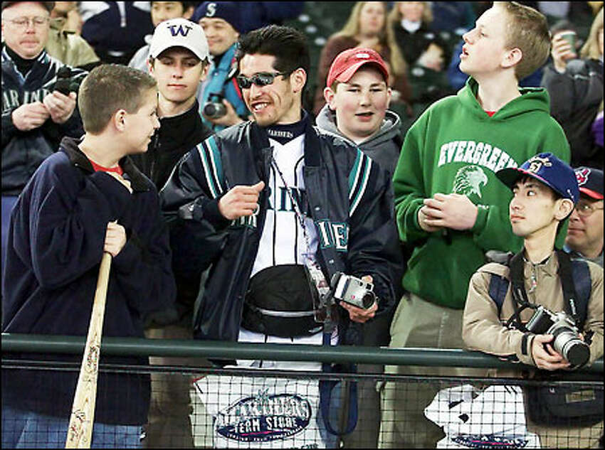 After a trip to the Mariners' team store last night, fan Masayuki Ohshima looks like the man he wants a picture of: right fielder Ichiro.