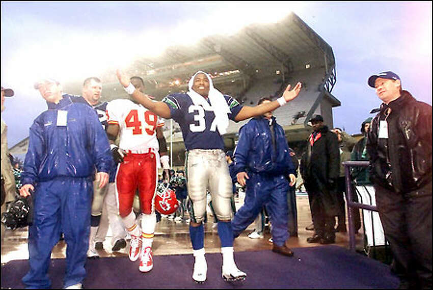 Shaun Alexander welcomes the applause that greets him at the entrance of the Husky Stadium tunnel following his 127-yard performance.