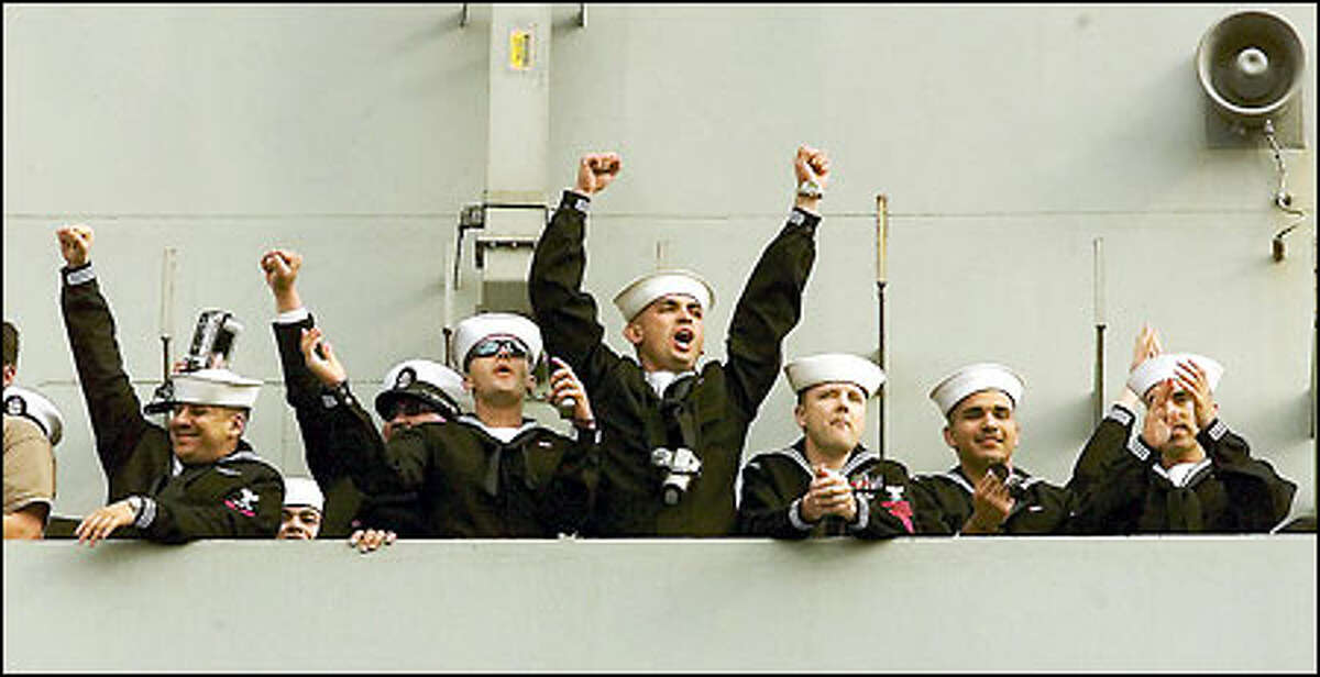 Sailors aboard the Vinson cheer as the carrier arrives at San Diego Naval Station. The Bermerton-based carrier made a stopover in San Deigo after returning from 157 days at sea, including 70 days of air attacks against the Taliban in Afghanistan.