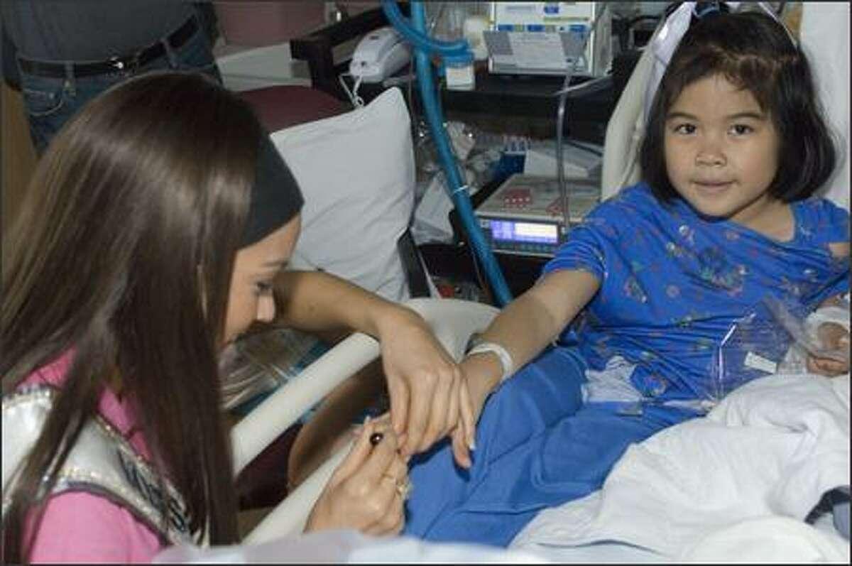 Helen Salas, Miss Nevada USA 2007, helps make Aeris Deleon a
