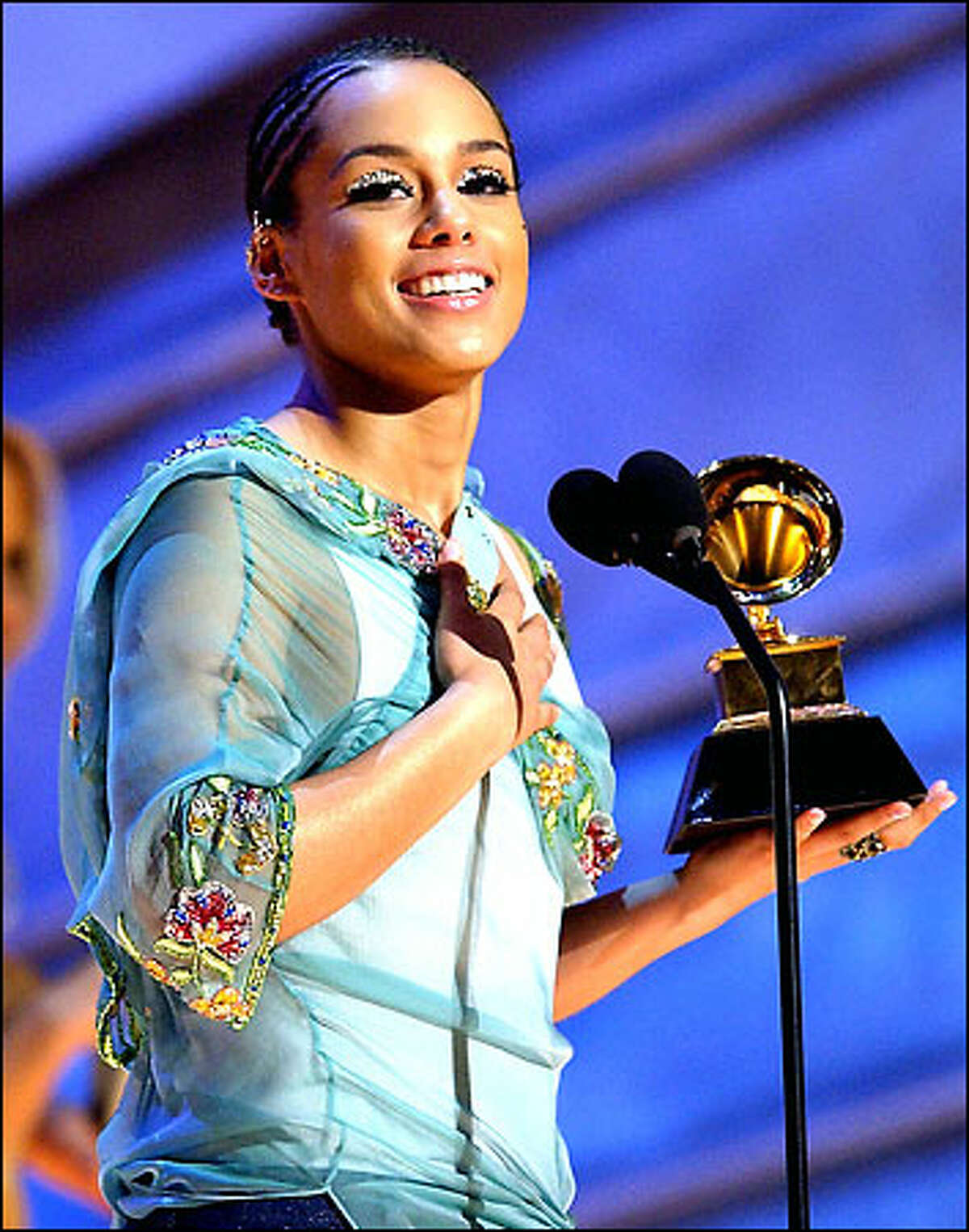 Alicia Keys accepts her award for best R&B album for