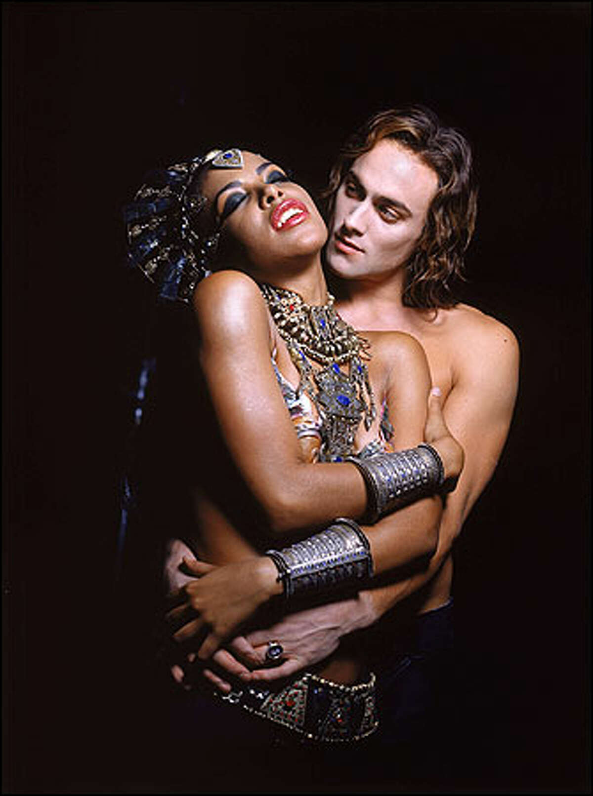 Aaliyah as Akasha and Stuart Townsend as Lestat