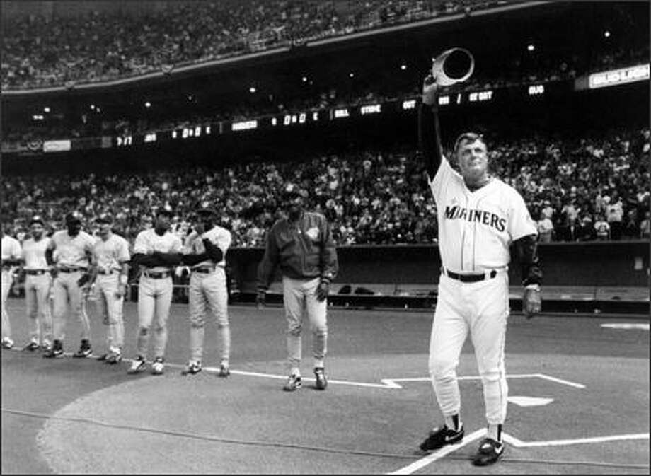 Lou Pinella acknowledges the cheers of Kingdome fans during 1993 opening game introductions prior to his first game as the ninth manager in Mariners history. (Kurt Smith, P-I/1993) Photo: P-I File