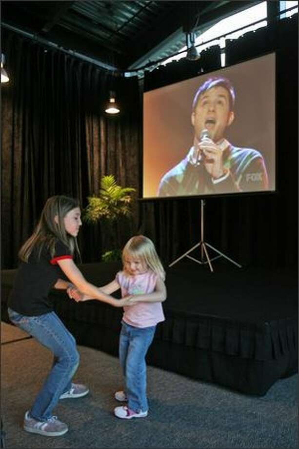 Hannah Kaspar, 9, dances with Ryley Pirak, 3, as Blake Lewis perfoms on American Idol. Supporters of American Idol contestant Blake Lewis gathered at the University of Washington, Bothell, Events Center, near Seattle, Wash., Tuesday May 22, 2007, to watch the final performances via projection television. Photo: Mike Urban, Seattle Post-Intelligencer
