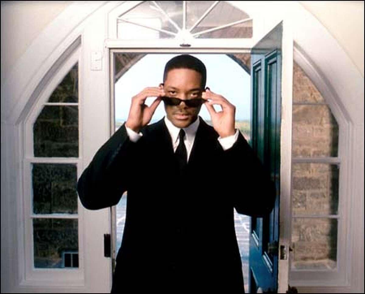 Agent Jay (Will Smith).