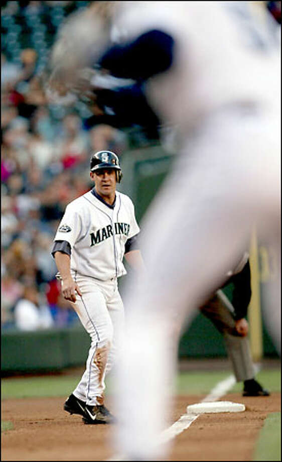 Bret Boone starts home on a hit by John Olerud in the first inning of play against the Kansas City Royals. Photo: Mike Urban, Seattle Post-Intelligencer