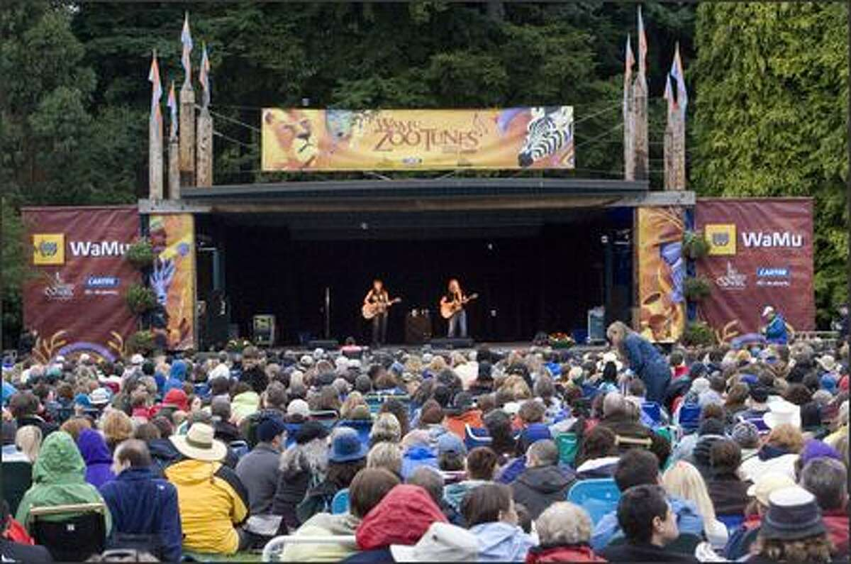 Chilly, drizzly weather didn't dampen the enthusiasm of fans who attended the Indigo Girls' sold-out show to kick off the 2007 Zoo Tunes concert series at Woodland Park Zoo.
