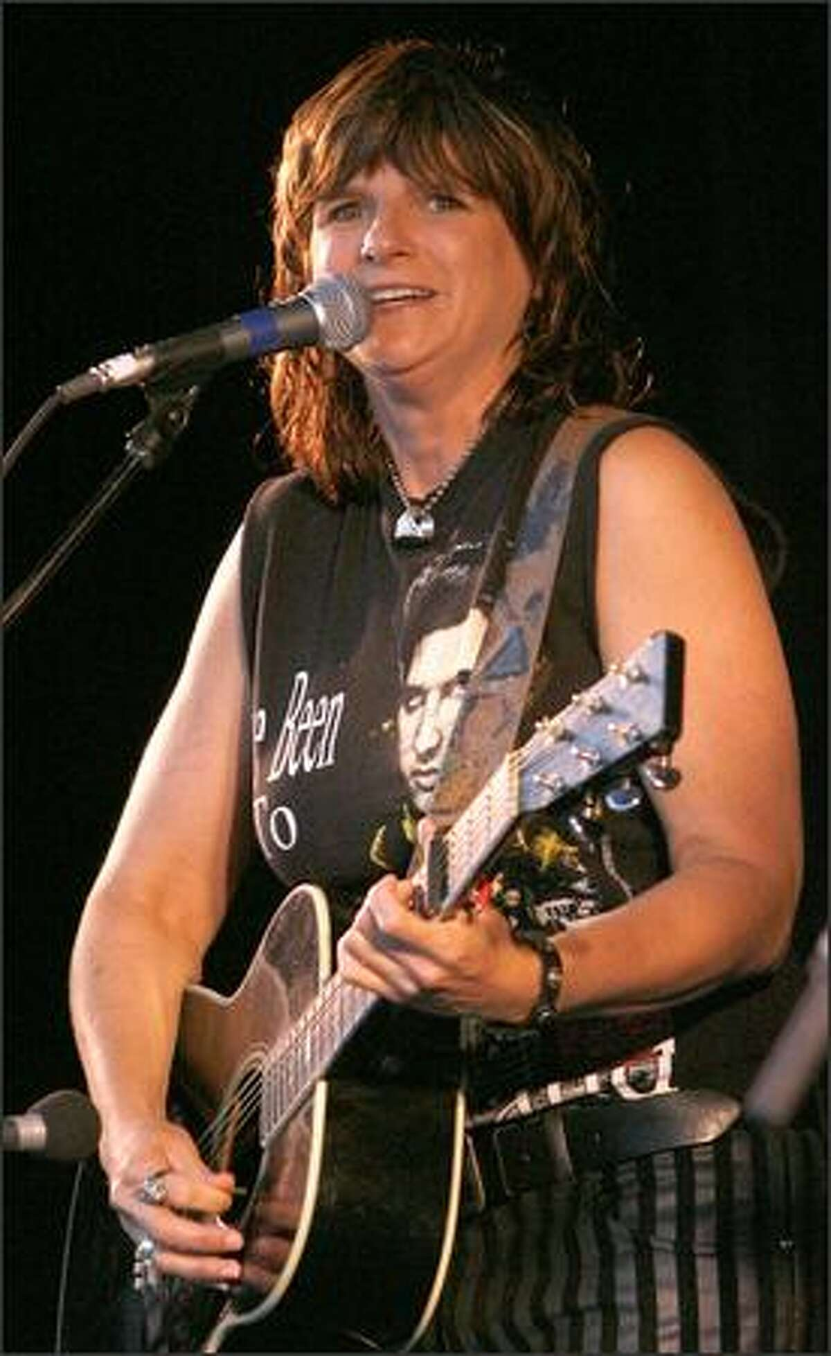 Amy Ray sings