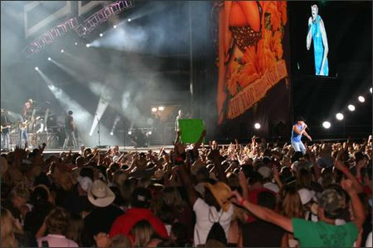 The crowd goes wild for Kenny Chesney.