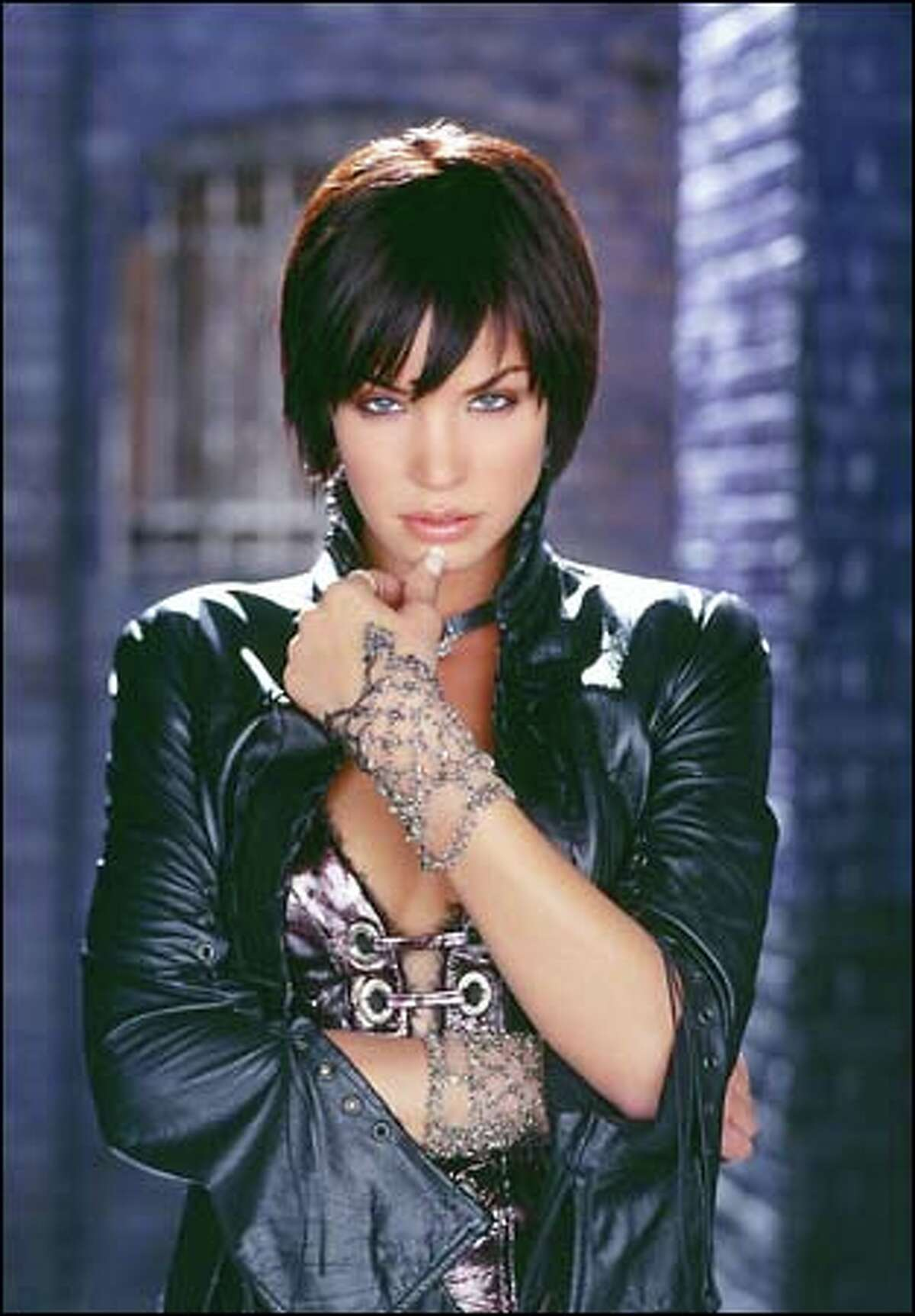 Ashley Scott plays Helena Kyle, also known as the Huntress, the daughter of Batman and Catwoman -- superhumanly strong, swift and agile. As you can see, the character has received a makeover since the pilot.