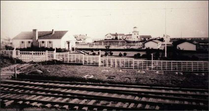 A farm from 1920 in present-day Lynnwood with Interurban tracks. The site is near the new I-5 ramps at 196th.