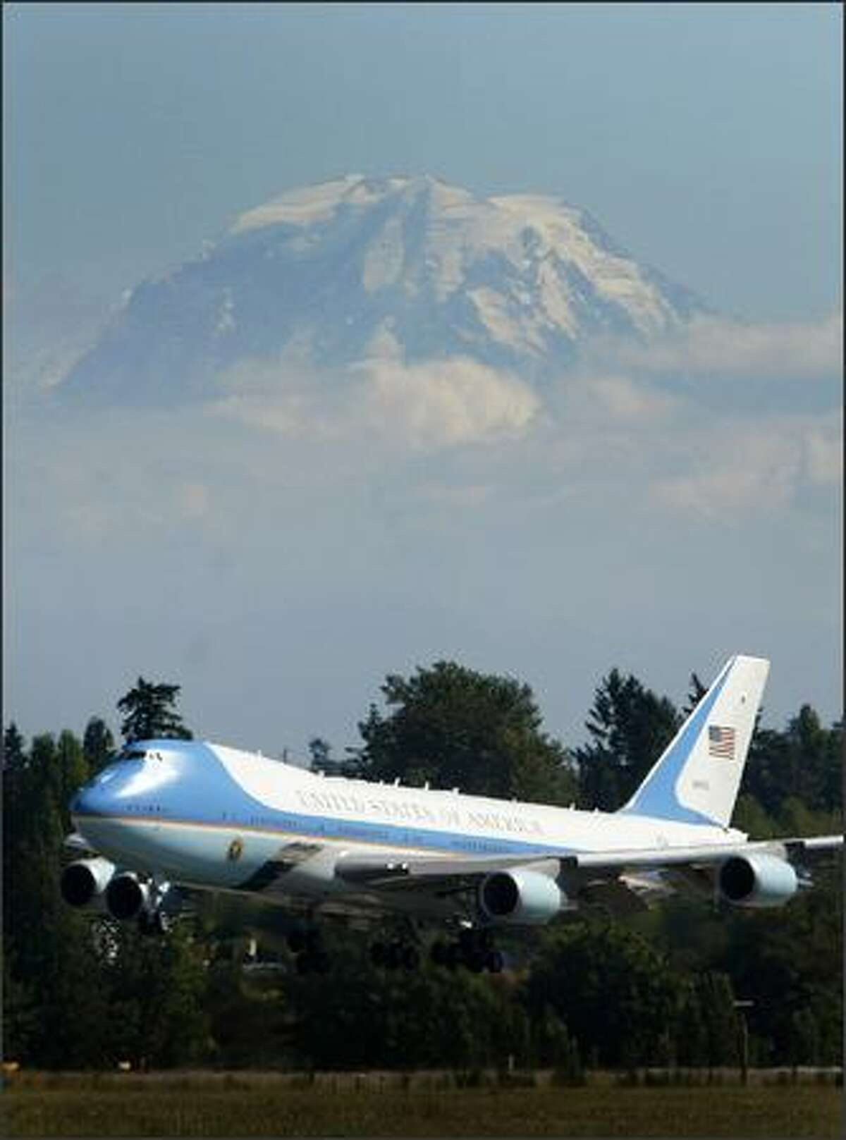Air Force One arrives at SeaTac Airport on Monday, August 27, 2007 as Mt. Rainier towers in the background.
