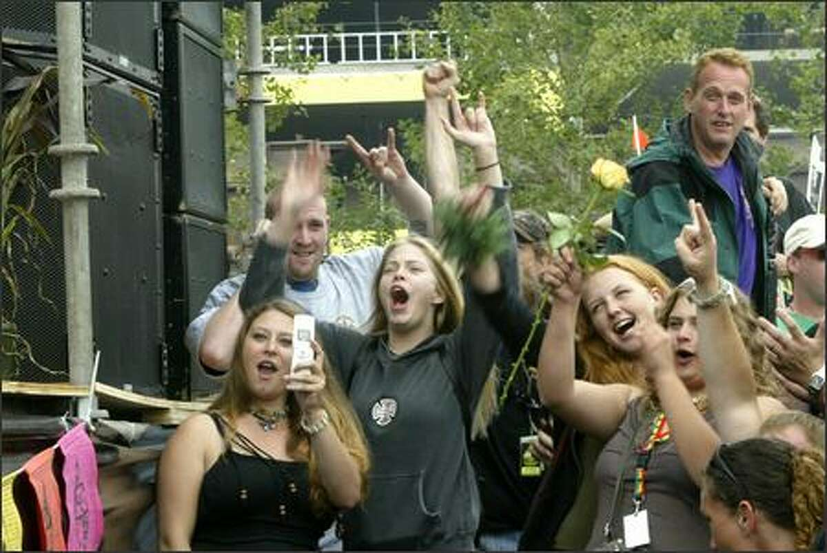 Fans cheer on Pato Benton & the Mystic Roots Band on the Share Parker Main Stage.