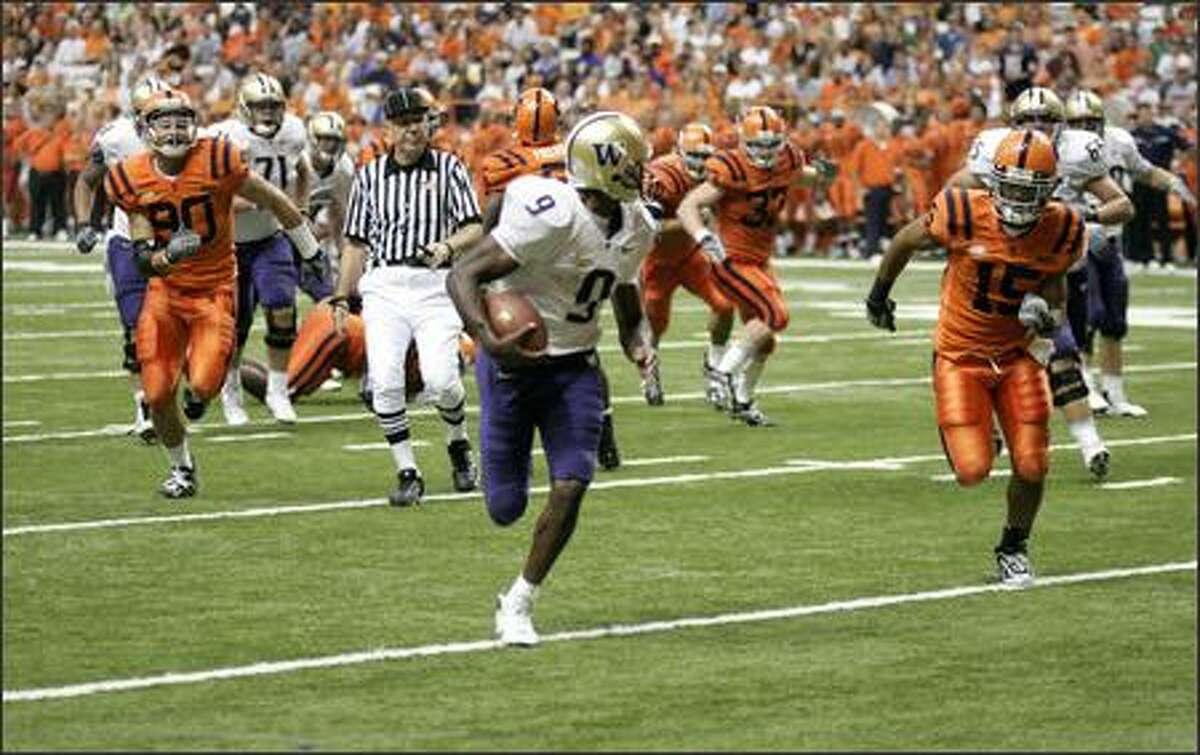 Washington's Louis Rankin looks back at Syracuse defenders as he runs untouched for his final touchdown.