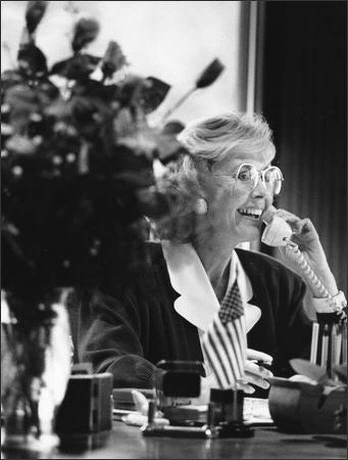 Jennifer Dunn, newly elected to Congress in the 8th District, takes a congratulatory phone call Nov. 4, 1992, from Secretary of HUD Jack Kemp. Kemp offered his help in securing a legislative committee assignment; he had endorsed Dunn in the congressional primary. Photo: P-I File