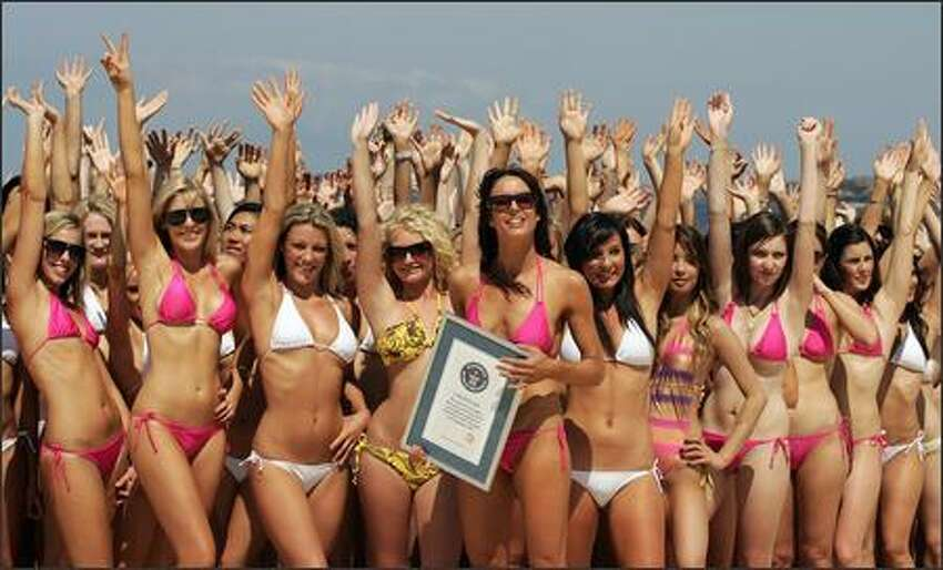 Cosmopolitan magazine editor Sarah Wilson (C) poses with some 1010 woman pose during a world record attempt for the biggest swimsuit photo shoot at Bondi Beach on September 26, 2007 in Sydney, Australia. Australia's Cosmopolitan magazine and Venus Breeze joined forces to break the Guinnesss World Record for the Biggest Swimsuit Shoot, as more than 1010 bikini clad women attended to celebrate 30 days of Fashion and Beauty.