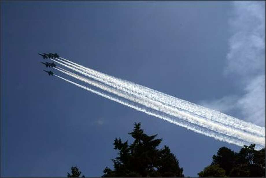 The Blue Angels arrive at Lake Washington. Photo: Grant M. Haller, Seattle Post-Intelligencer