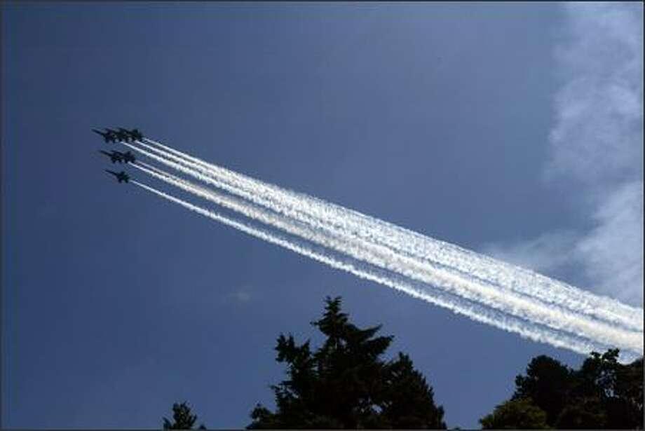 The Blue Angels arrive at Lake Washington. Photo: Grant M. Haller, Seattle Post-Intelligencer