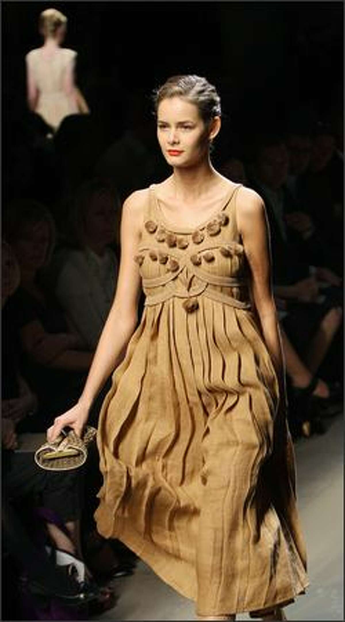 A model presents a creation by German designer Tomas Maier for Bottega Veneta during the spring/summer 2008 collections of the Milan ready-to-wear fashion shows.