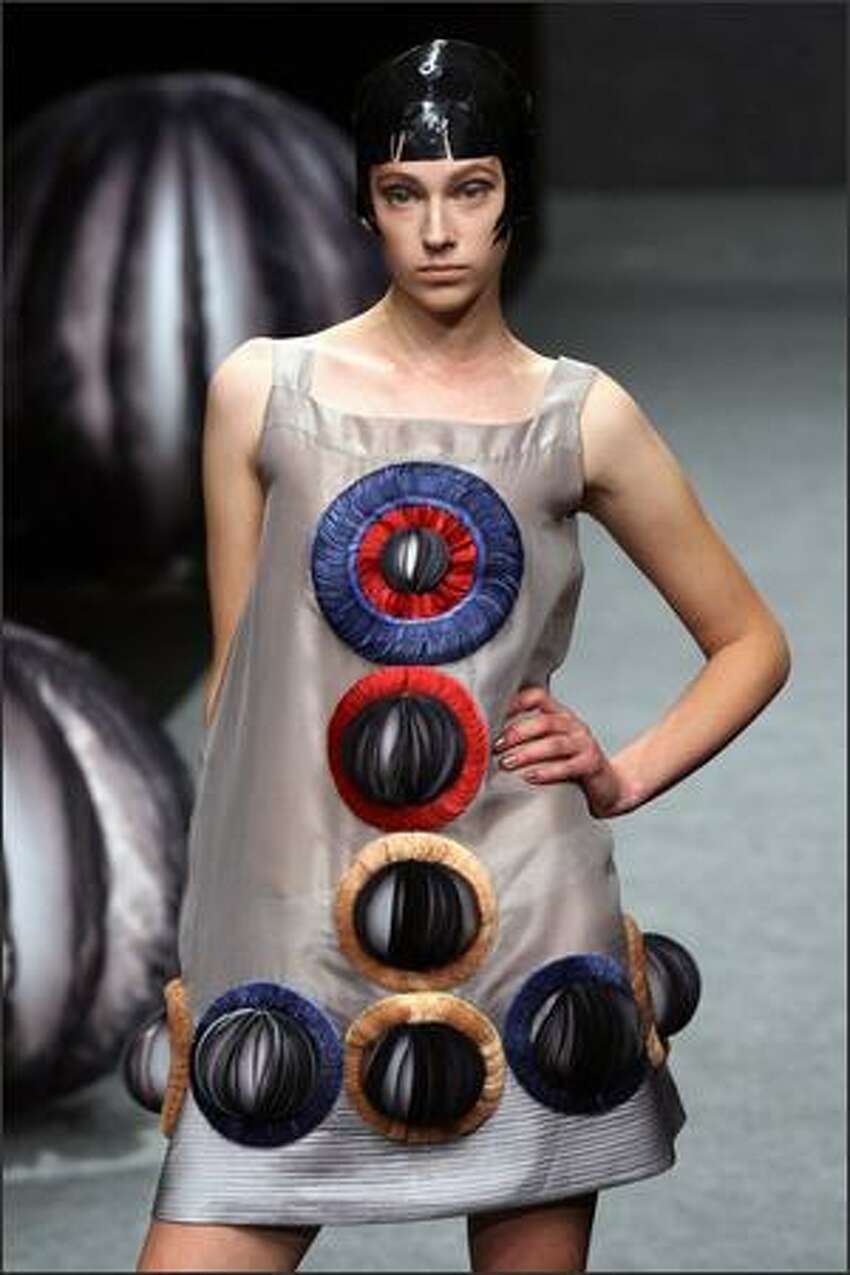 A model presents a creation by South Korean designer Lie Sang Bong during the Spring/Summer 2008 ready-to-wear collection show in Paris, 30 September 2007. AFP PHOTO FRANCOIS GUILLOT