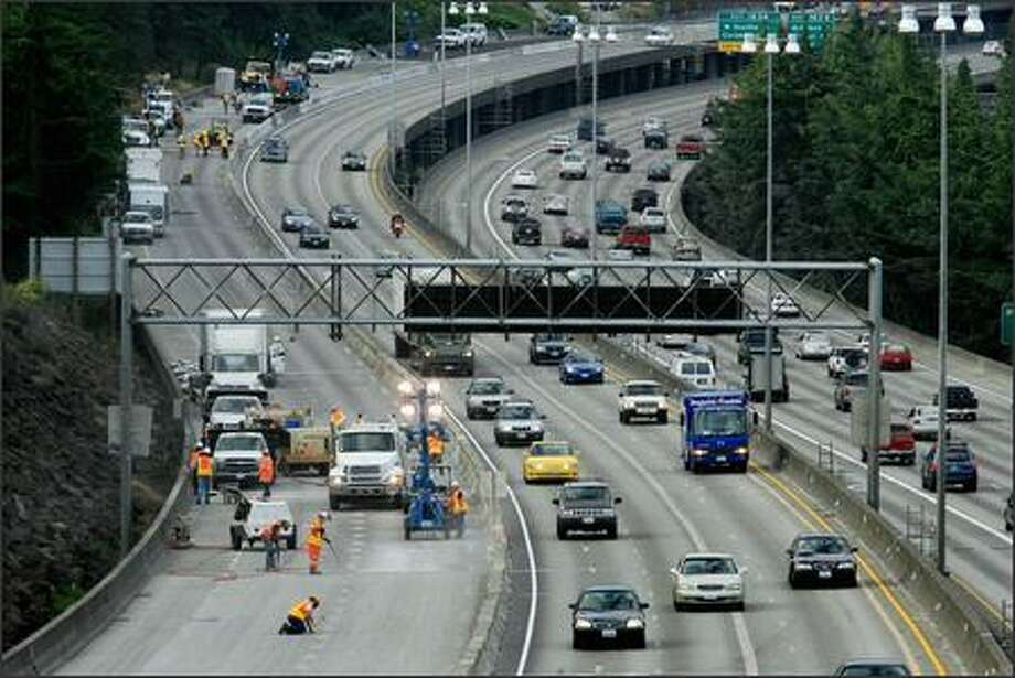 Northbound traffic, reduced to three lanes, travels without incident past the I-5 construction zone on Monday morning as viewed from the Holgate overpass. Photo: Dan DeLong, Seattle Post-Intelligencer