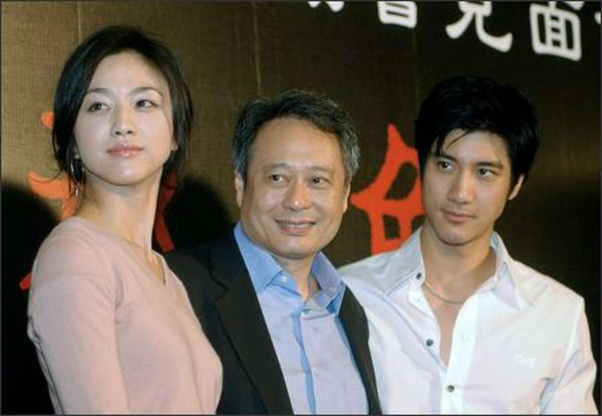 Chinese actress Tang Wei (L), Taiwan Director Ang Lee (C) and singer Wang Lee Hong pose for photos during a press conference in Taipei 24 September 2007, hours before the local premiere of Lee's award-winning film