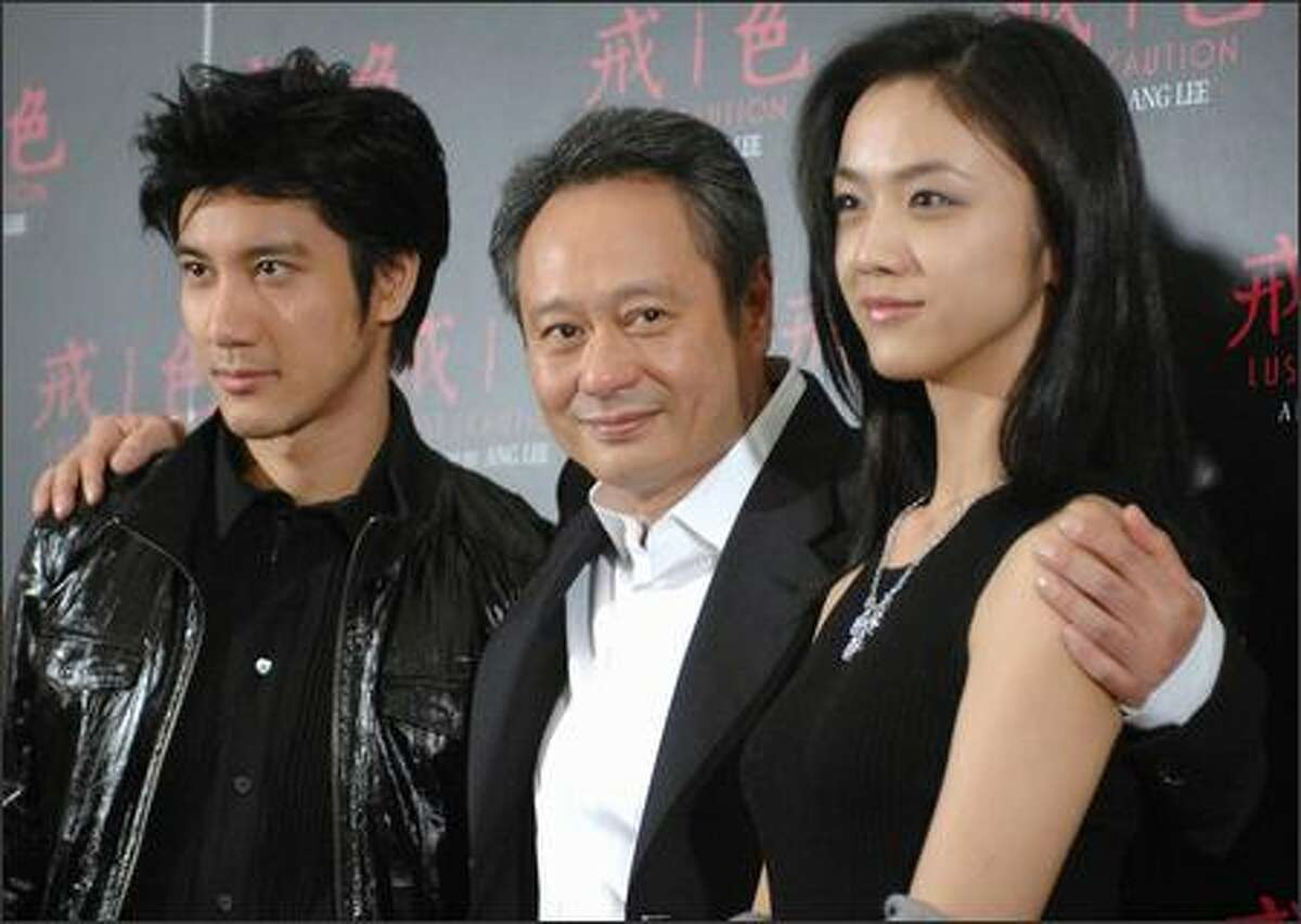 Chinese actress Wang Lee Hong (L), Taiwan director Ang Lee (C) and singer Tang Wei (R) pose for photos during a press conference in Taipei, 25 September 2007. Lee was greeted by hundreds of movie fans on his return to his native Taiwan after scooping a top prize for his award-winning movie
