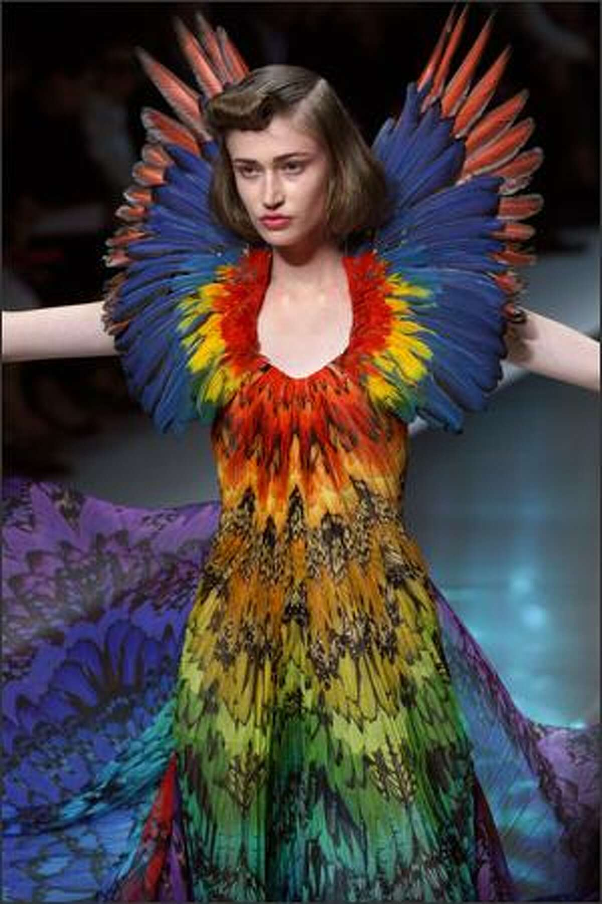 A model presents a creation by British designer Alexander Mcqueen during Spring/Summer 2008 ready-to-wear collection show in Paris, 05 October 2007.