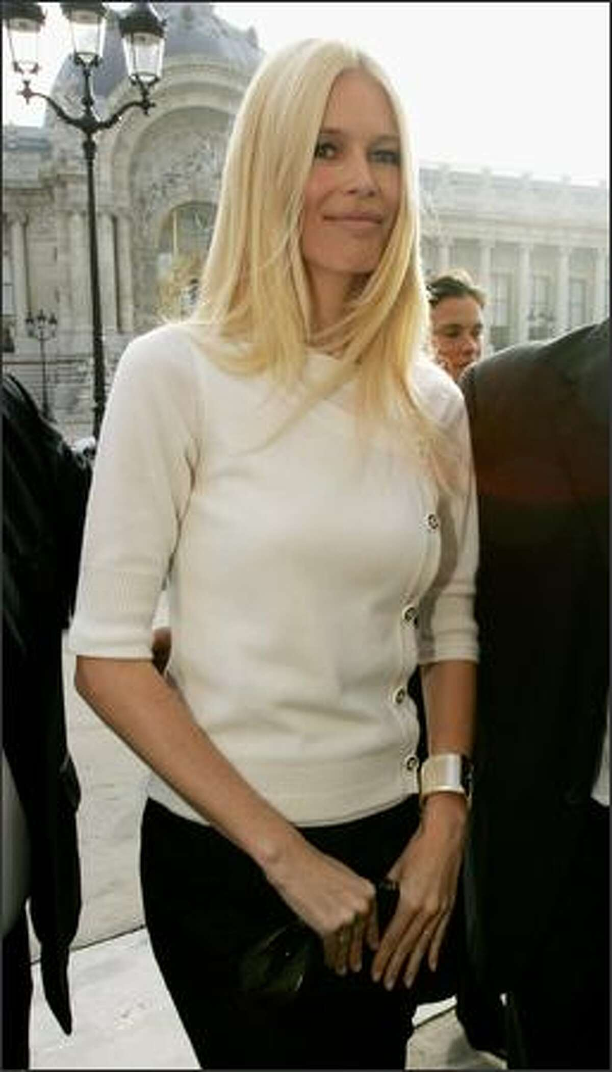Model Claudia Schiffer arrives to attend the Chanel Fashion show during the Paris Fashion Week Sp/Sum October 5, 2007 in Paris, France.