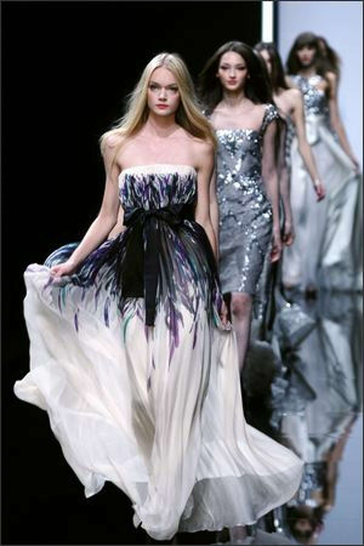 A model presents a creation by Lebanese designer Elie Saab during Spring/Summer 2008 ready-to-wear collection show in Paris, 06 October 2007.