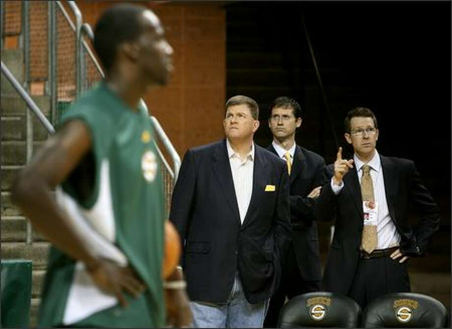 Sonics owner Clay Bennett (center) tours KeyArena with general manager Sam Presti (right) and Paul Rivers (center right), director of basketball technology, as player Johan Petro prepares for the game against the Phoenix Suns. Photo: Mike Urban, Seattle Post-Intelligencer