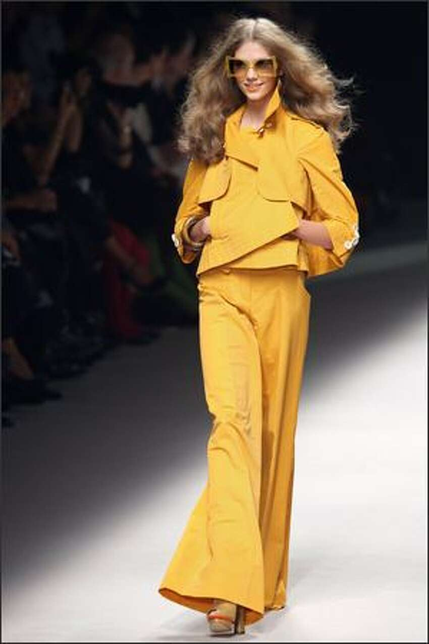 A model presents a creation by Sonia Rykiel during Spring/Summer 2008 ready-to-wear collection show in Paris, 05 October 2007.