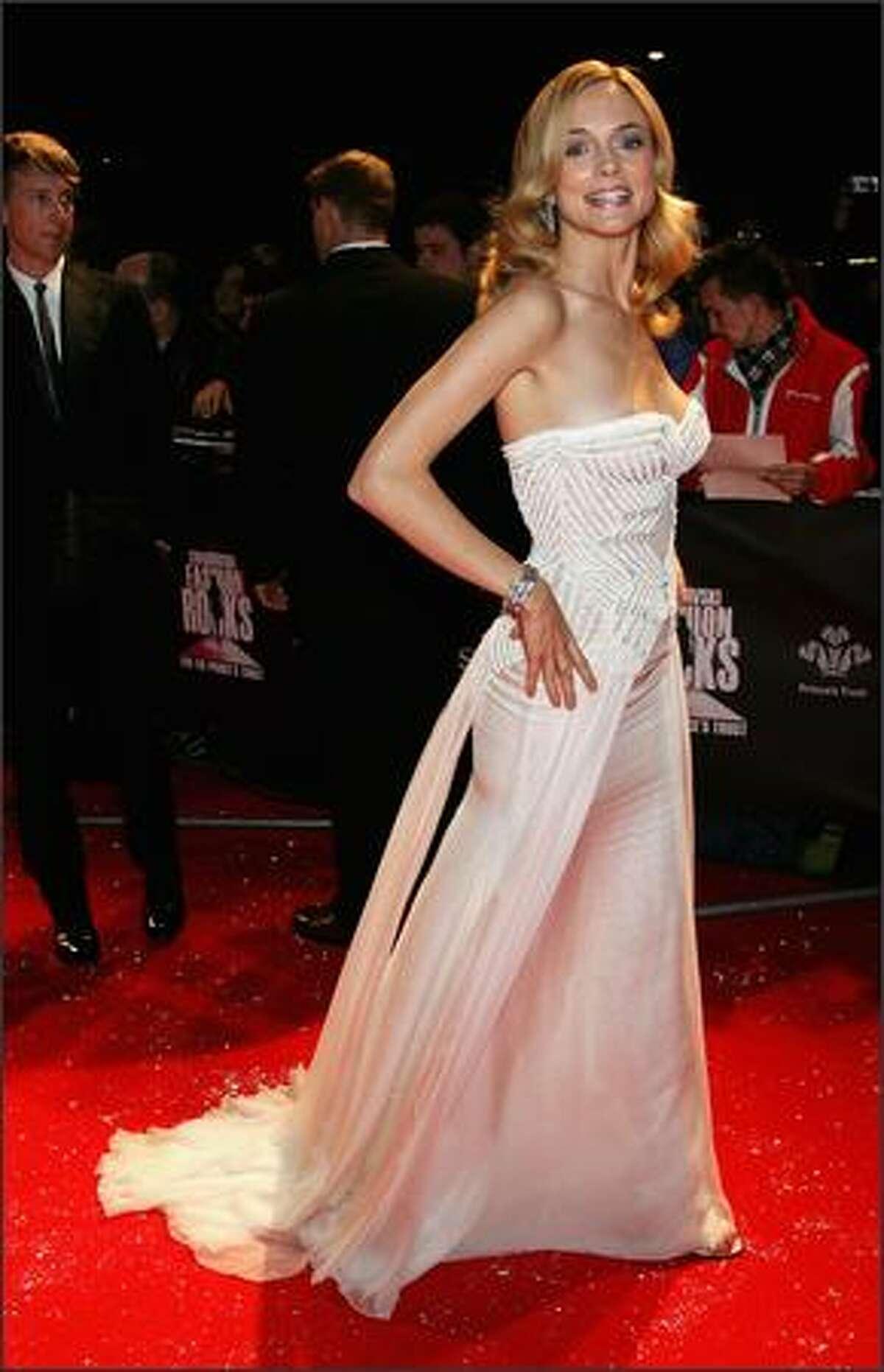 Heather Graham arrives at the Swarovski Fashion Rocks concert at the Royal Albert Hall on October 18, 2007 in London, England.