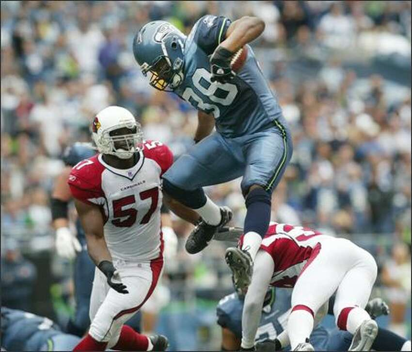 Seattle Seahawks fullback Mack Strong leaps while rushing for a 14-yard gain against Arizona Cardinals during a game at Qwest Field on Sunday, September 17, 2006. (Dan DeLong/Seattle Post-Intelligencer)