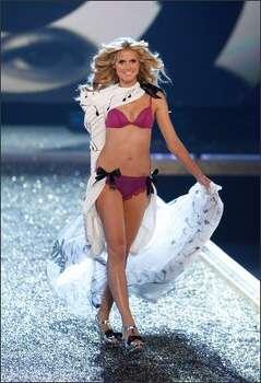 Model Heidi Klum walks the runway. Photo: Getty Images