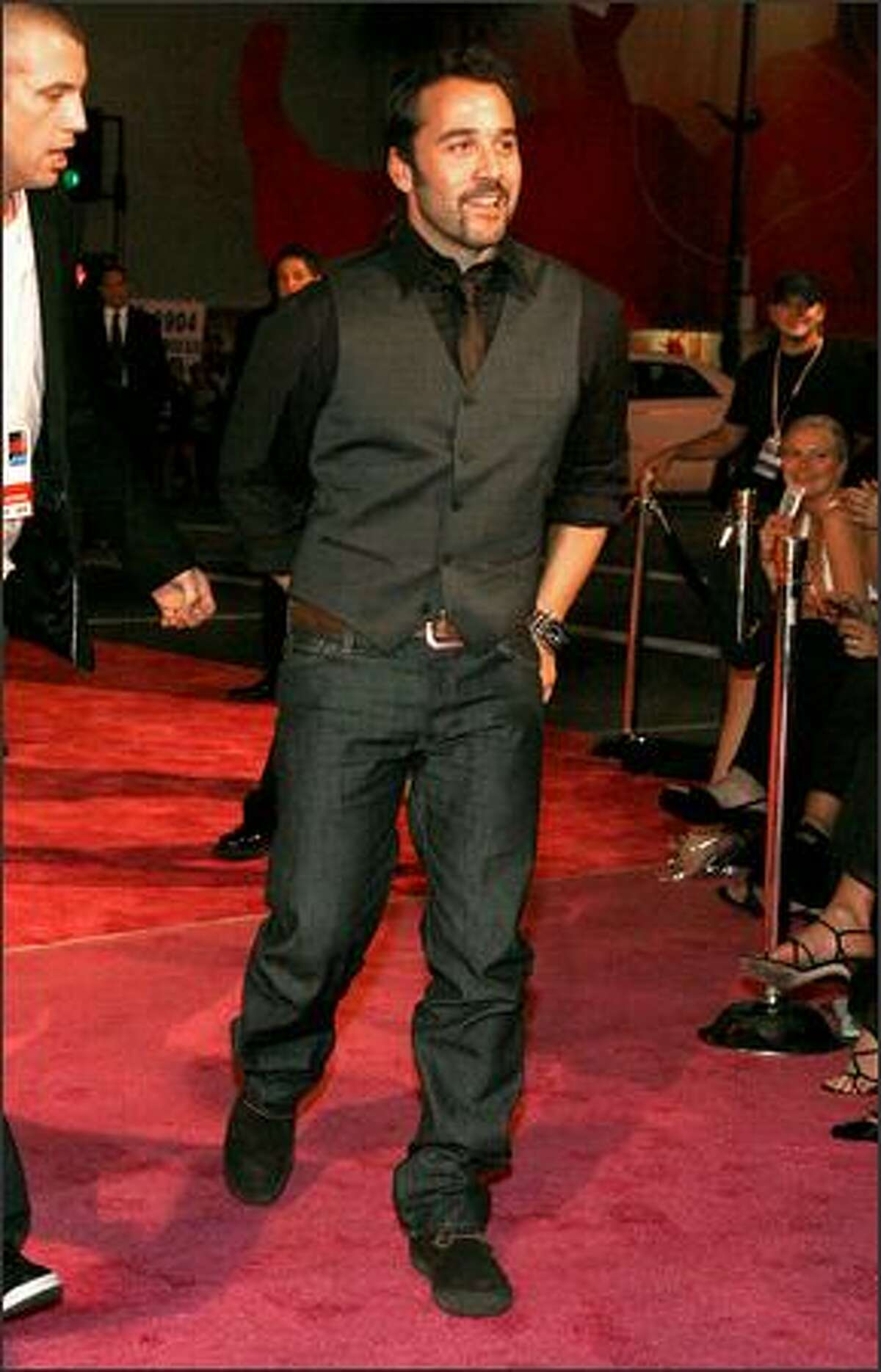 Actor Jeremy Piven arrives.