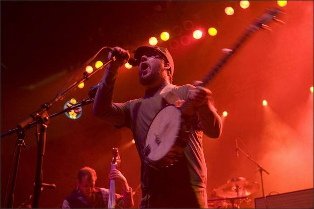 Isaac Brock, lead singer for Modest Mouse, belts out a song.