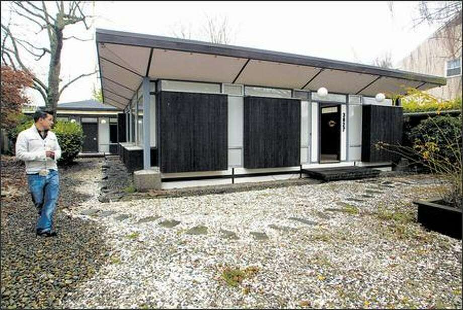 """Former renter Stephen Busto put a posting in Craigslist and hosted two open houses to try to save a 1960s-era """"flexible home"""" from demolition. Photo: Karen Ducey/Seattle Post-Intelligencer"""