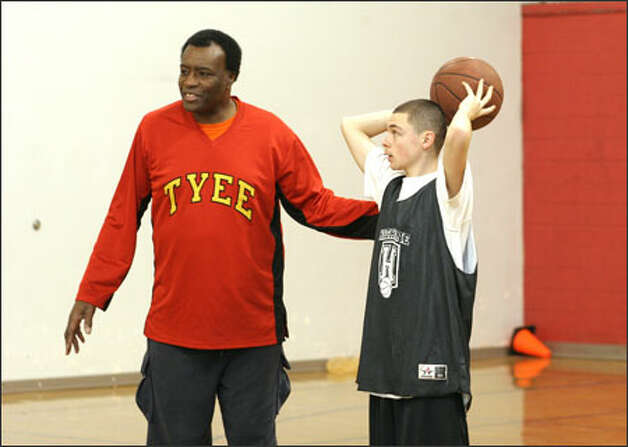 Former Seattle U. and NBA star Eddie Miles is an assistant coach on his son's staff at Tyee High. Photo: Meryl Schenker/Seattle Post-Intelligencer / Seattle Post-Intelligencer