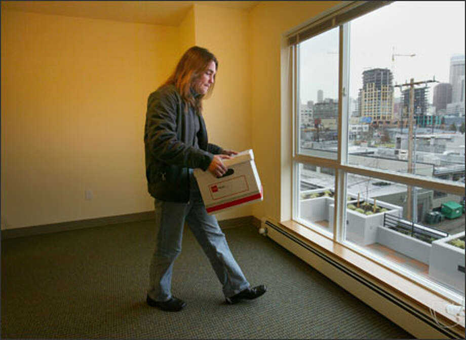 Years of homelessness ended Thursday for Kenneth Reid when he moved into his studio unit in the Denny Park Apartments. Photo: Paul Joseph Brown/Seattle Post-Intelligencer