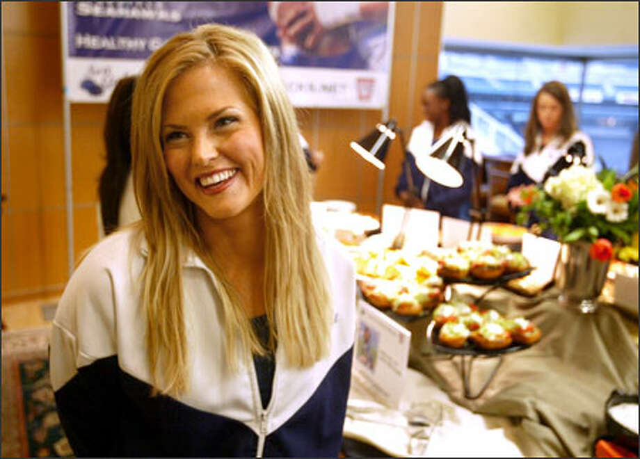 DeAnna, who went from weighing 250 pounds down to 125 pounds, helps to promote the Sea Gals Healthy Game Day Snacks. Photo: Scott Eklund/Seattle Post-Intelligencer / Seattle Post-Intelligencer