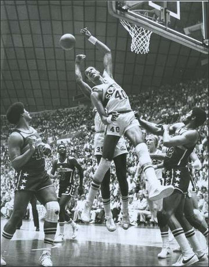 1978: Marvin Webster, center, and the Sonics fell short in Game 7 of the NBA finals against the Bullets. Photo: /Seattle Post-Intelligencer