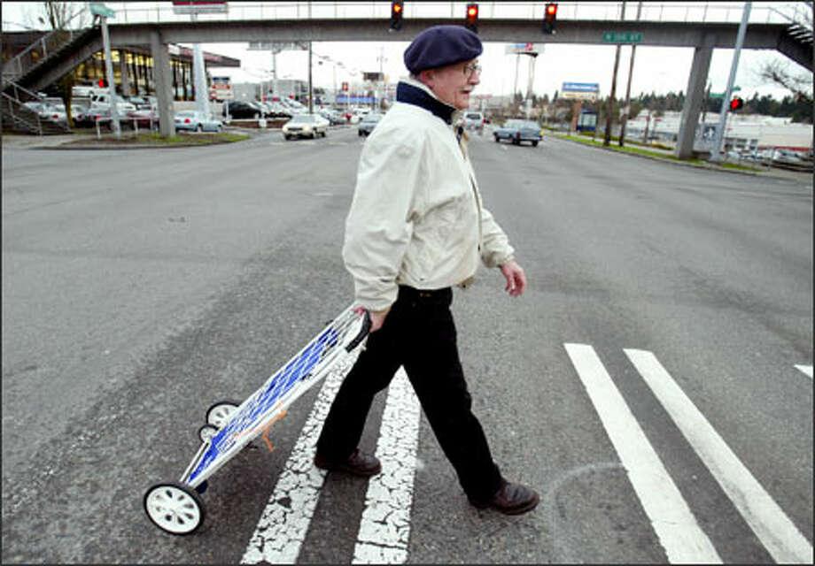 Bitter Lake resident Richard Dyksterhuis makes his way Friday across Aurora Avenue North, where sidewalks are scarce. Photo: /Seattle Post-Intelligencer